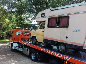 Photo camping-car et dépanneuse